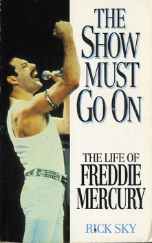 Queen-The-Show-Must-Go-594292