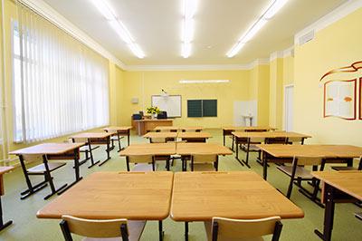 empty-classroom-with-wooden-de-54830207